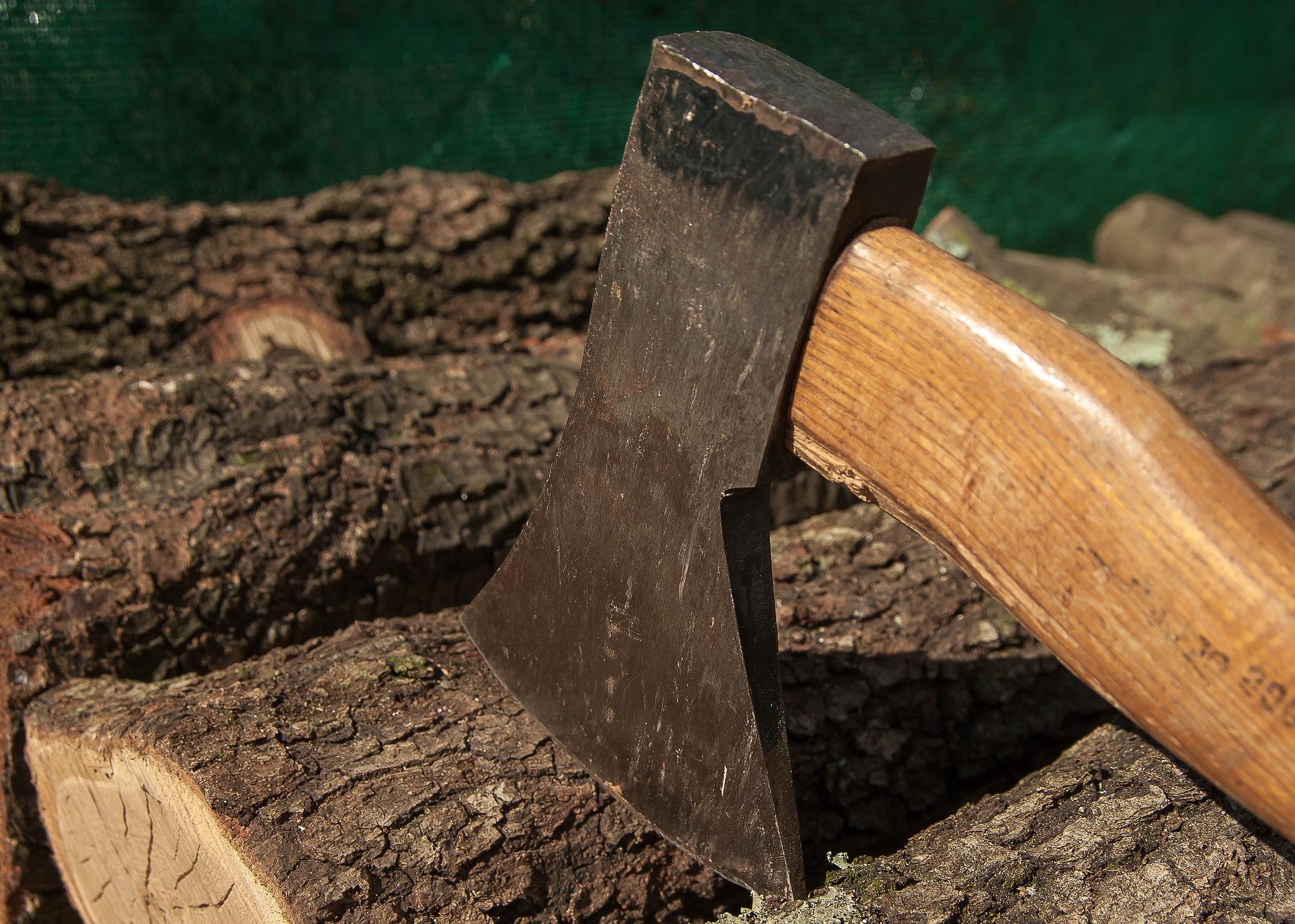 Drewno i siekiera